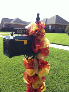 autumn mailbox decorations