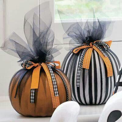 DIY pumpkin decorations with ribbon and tulle